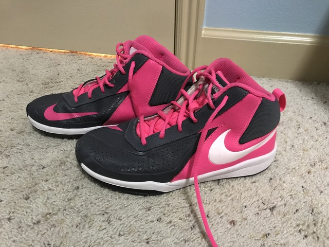 47a8a5d2765517 Nike Girls Basketball shoes size 7y in Nampa